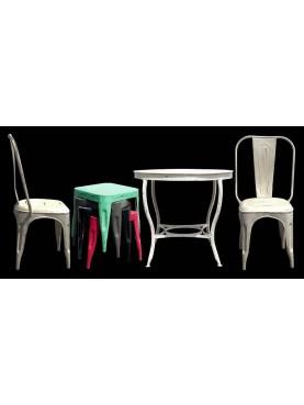 Tavolo rotondo in ferro con sedie e sgabelli