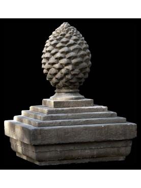Pigna in pietra con basamento