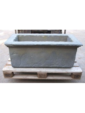 Concrete garden basin reproduction