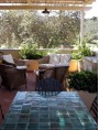 Tavolo con piastrelle marocchine