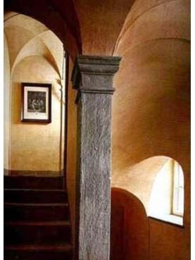 Colonna quadra in pietra serena