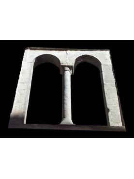 Bifora lucchese pietra serena e marmo