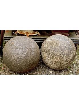 Sfera in pietra arenaria grigia
