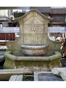 Fontana in calcarenite del triveneto