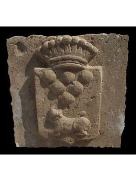 Stemma in pietra calcarea