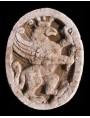 Stemma con grifo rampante coronato pietra serena