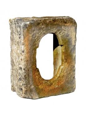 Copia di una finestrella feritoia medioevale in terracotta