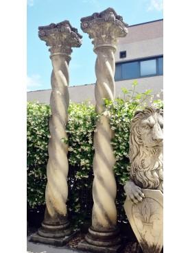 Colonne in pietra calcarea 4 capitelli e due colonne