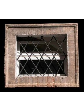 Exemple of a brick window