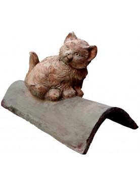 Gatto in terracotta su tegola antica