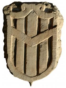 Stemma in pietra a tre bande verticali
