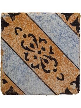 Piastrella maiolicata