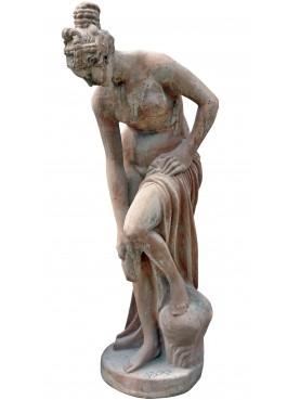 Grande statua in terracotta donna la bagno bagnante
