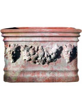 Cassetta in terracotta con festone e satiri