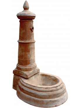 Fontanella in terracotta
