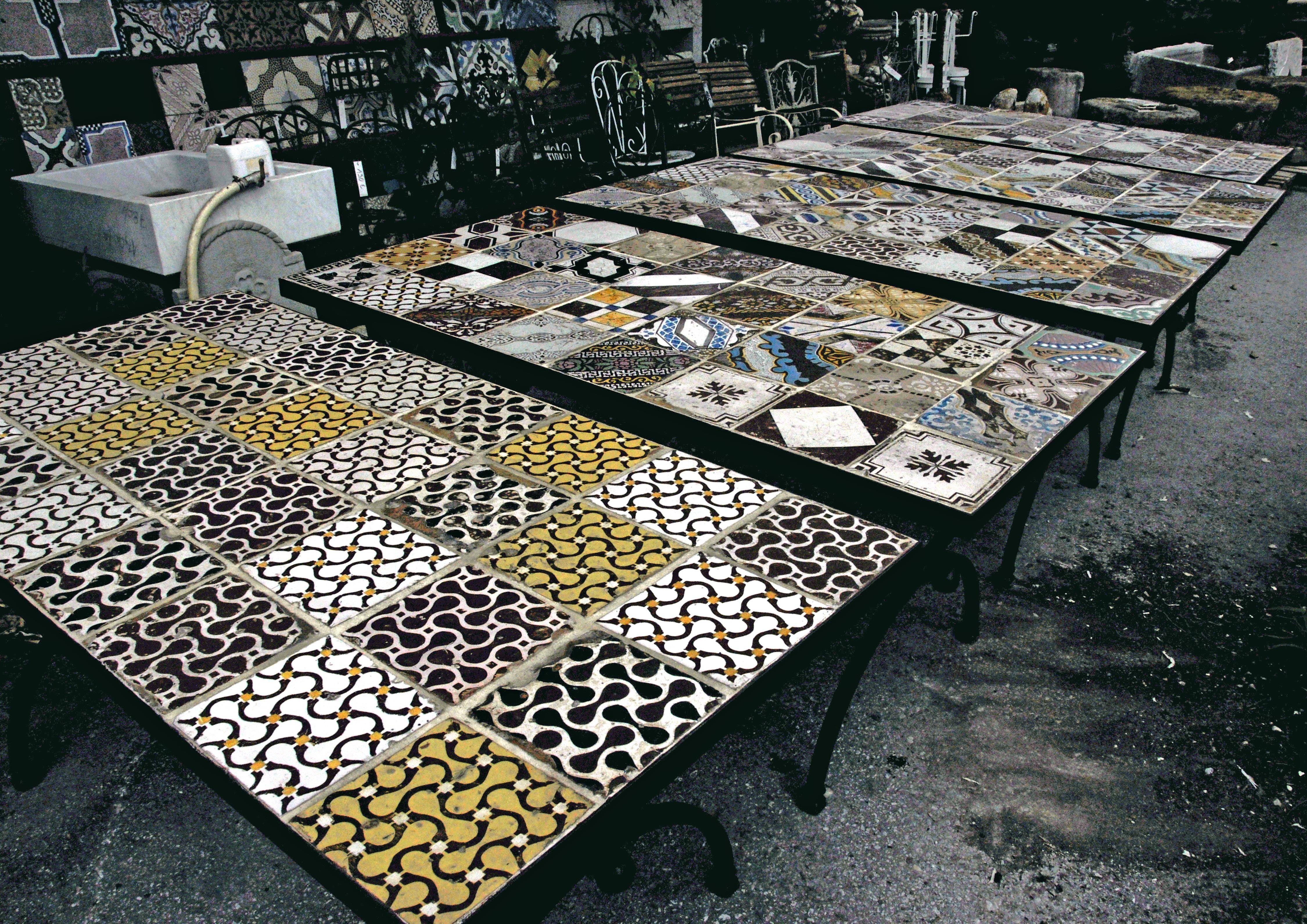 Tavolo In Ferro Battuto Prezzo : Tavoli in ferro battuto e mattonelle prezzi tavolo in ferro