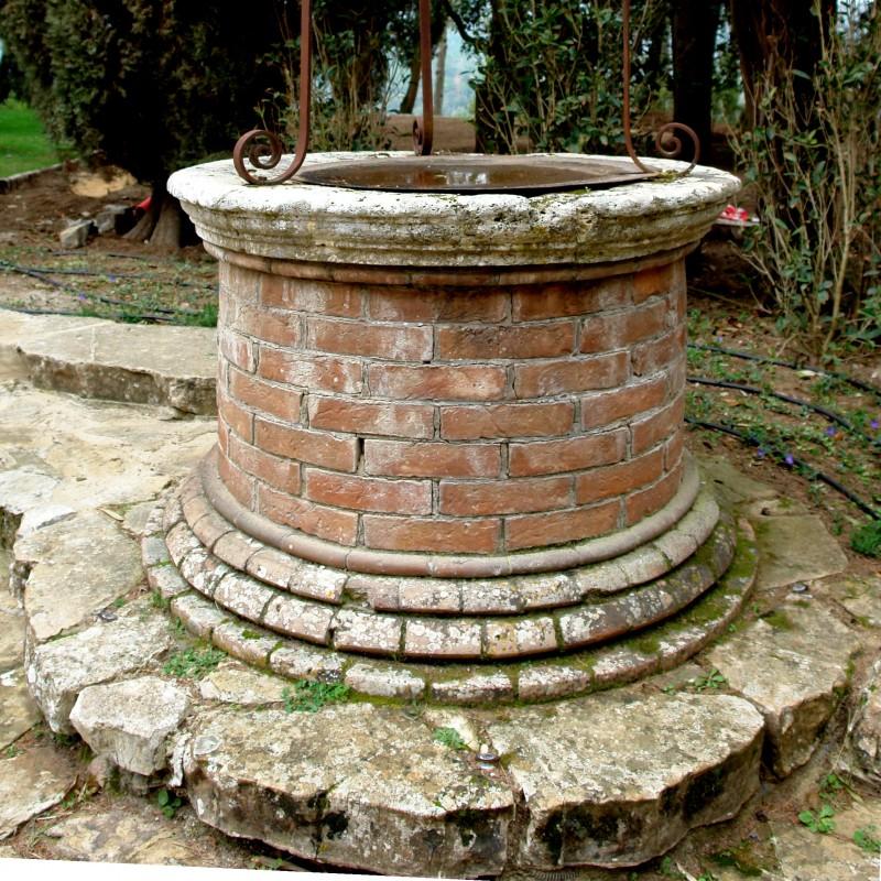 Pozzi da giardino in pietra quattro vasi da giardino in for Pozzi in pietra da giardino