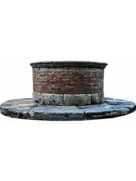 Pozzo in pietra e mattoni