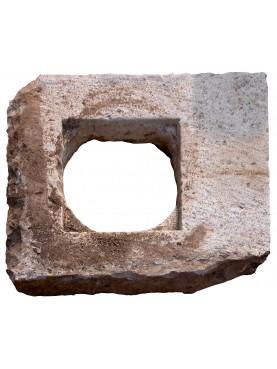 Pozzo Pugliese in pietra calcarea