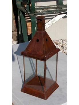 Piccola lanterna quadra con cupola