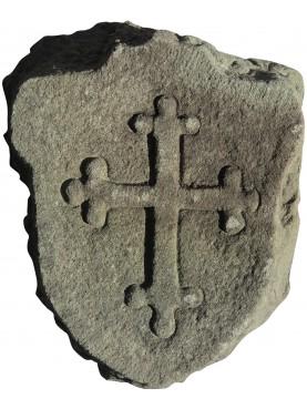 Stupendo stemma in pietra con la croce Pisana