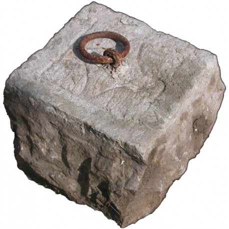 Stone with iron ring for horses and donkeys