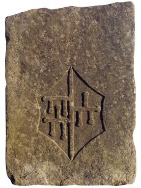 Stemma dei Malaspina - spino fiorito in pietra arenaria