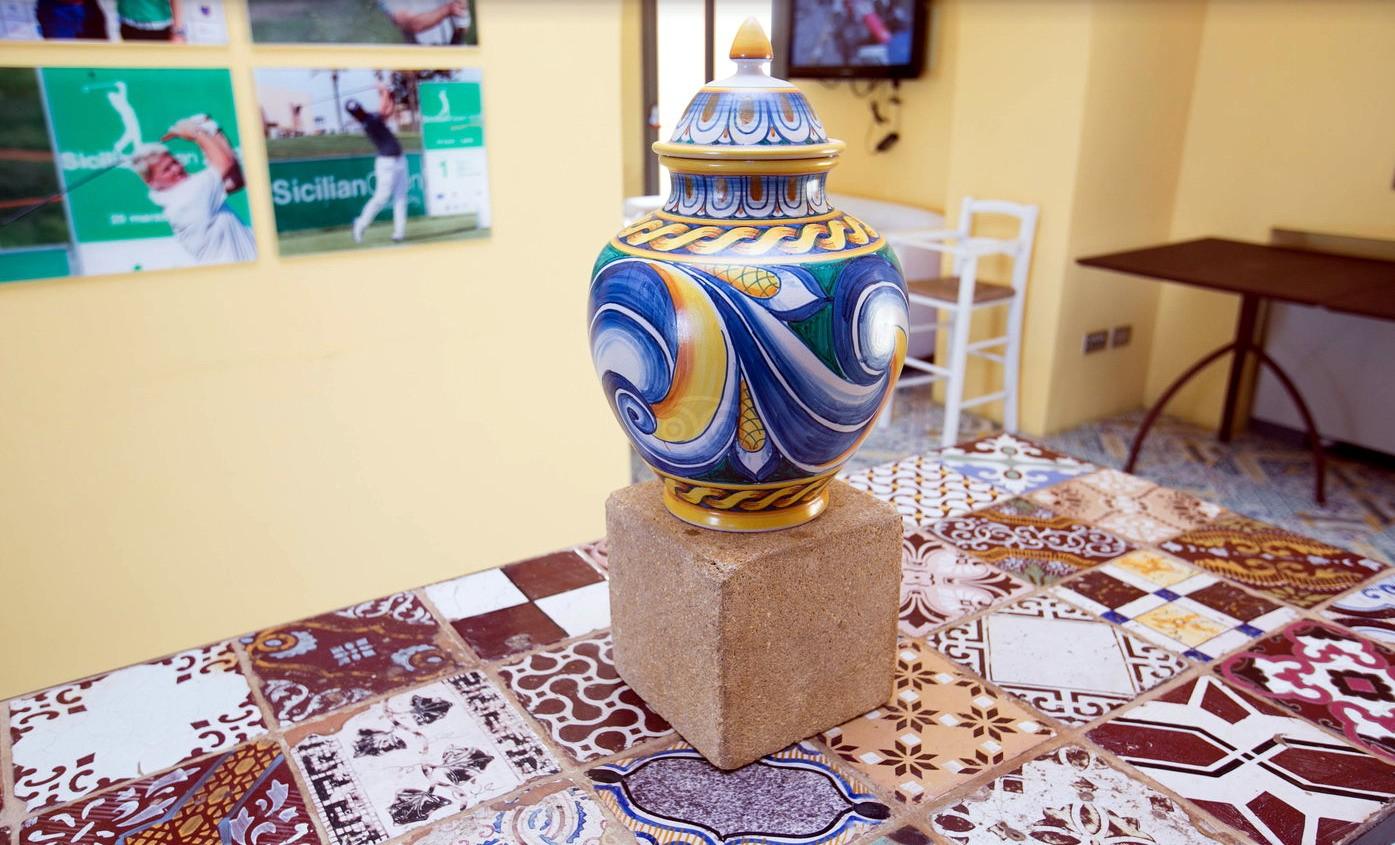 Tavolo in ferro con piastrelle antiche di maiolica codice