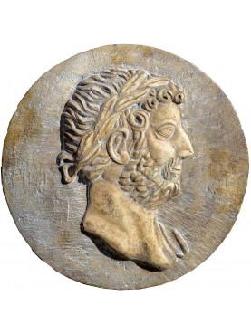 Tondo bassorilievo in pietra di Adriano