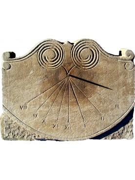 Meridiana di Vorno su scaglia di pietra arenaria