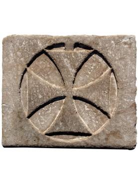 CROCE PATENTE inscritta in un cerchio in pietra