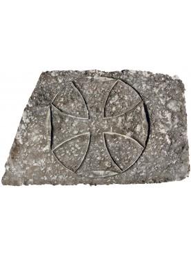 Croce Templare in pietra trapezoidale