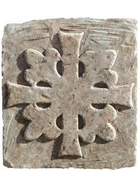 Croce Templare in pietra trasversale