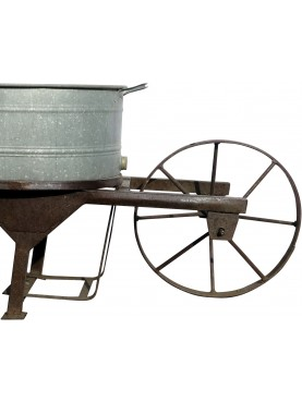 Wheelbarrow for orchard and garden with zinc baignoire