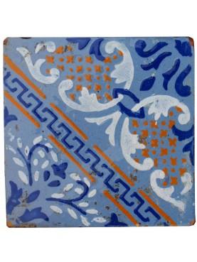 Piastrella Antica Maiolicata Blu con dettagli Ocra Gialli