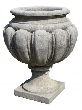 Vaso in pietra baccellato