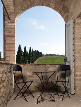 Due sedie ed un tavolo Boldini Ø55 cm TTL € 620,00