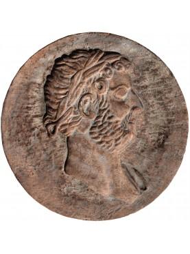 Tondo bassorilievo in terracotta di Adriano