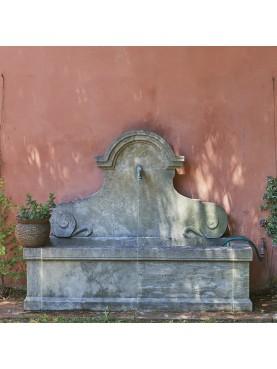 Grande Fontana in pietra calcarea