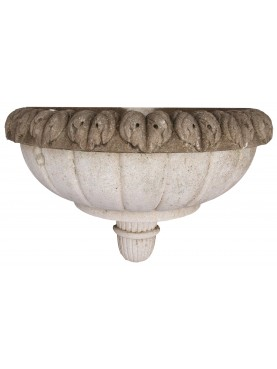 Wall stone fountain with achantus leaves