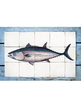 Pannello maiolicato dietro una cucina tonno piastrelle