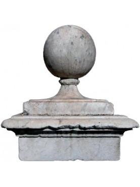 Le sfere in marmo del palazzo della Carovana - Pisa