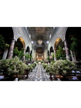Hire Medicean vases for a wedding in an ancient Medici's church