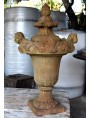 Vaso da cancello con due putti versanti, tipico vaso rinascimentale toscano