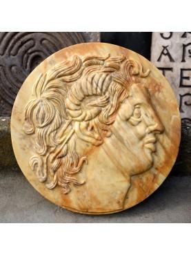 Tondo di Alessandro Magno Ammone in marmo giallo di siena