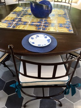 Forge-Iron round table with 25 antique majolica tiles