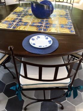 Tavolo in ferro rotondo con 25 piastrelle antiche