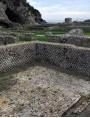 Nella Villa di Tiberio a Sperlonga (Latina) Opus Spigatum a terra e muri perimetrali in Opus Reticulatum