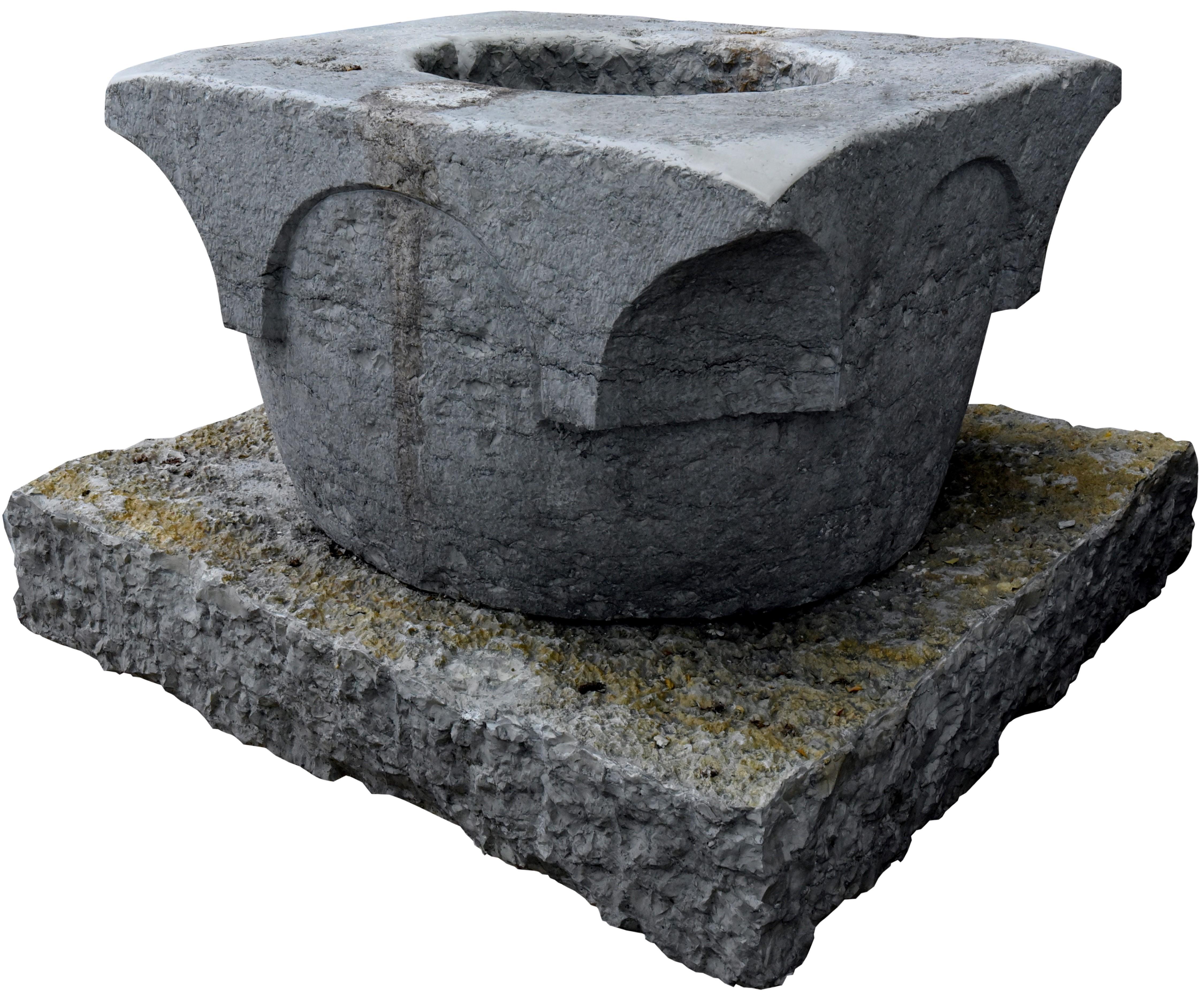 Finto pozzo per giardino e pietre per aiuole giardino for Pozzi in pietra da giardino