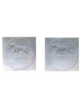 Coppia di bassorilievi in Gesso Leone e Pantera in gesso